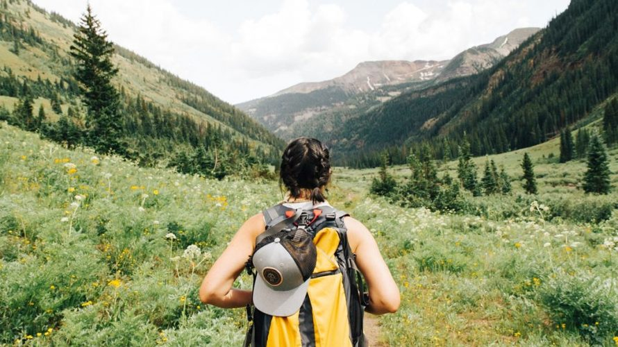 初心者必見!快適で安全なハイキングを叶える11の持ち物